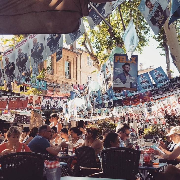 Festival Off Avignon - Ville d'Avignon - Ambiance Theatre Artistes Comediens Le Charme Electro.com
