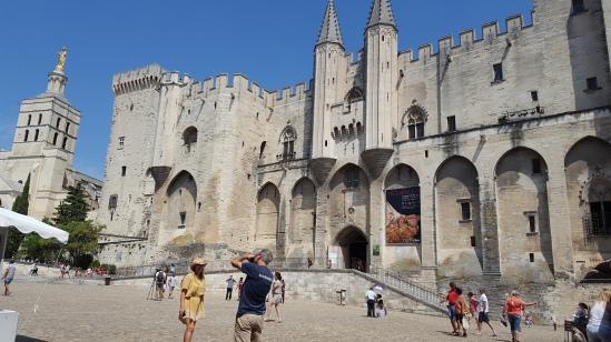 Festival Off Avignon - Ville d'Avignon - Le Palais de papes Le Charme Electro.com