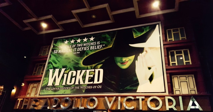 The Wicked Comedie Musicale Apollo Theatre Victoria London Londres 1 - LeCharmeElectro