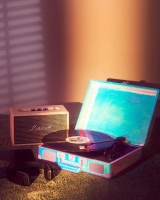 Tourne-disque Cruiser Bluetooth arc-en-ciel, Crosley en vente chez Urban Outffiters