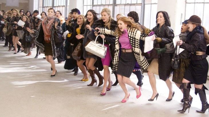 Le jour des soldes - Femmes en mode shopping