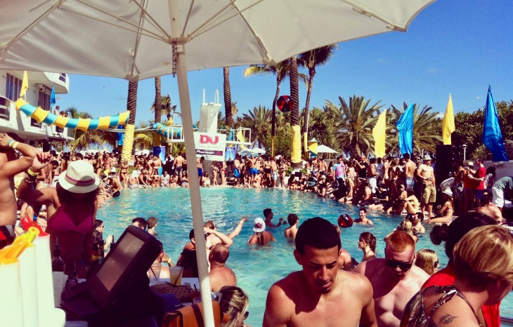 Comment se passe la Winter Music Conference Wmc - Miami Music week Party - Pool Party