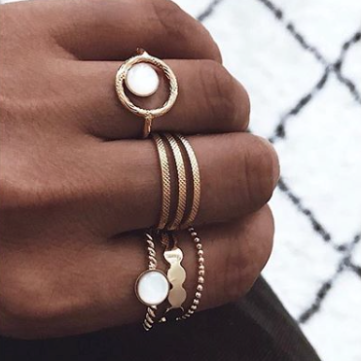 LÕU.YETU - Associer ces bijoux, ces bagues, bracelets et colliers