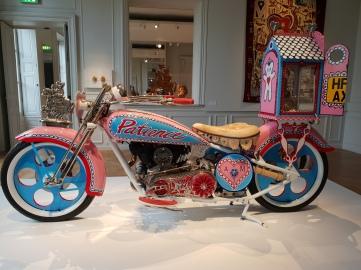 Grayson Perry - Moto rose - Exposition Monnaie de Paris
