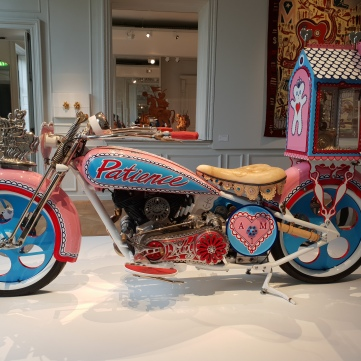 Grayson Perry - Moto rose - Exposition Monnaie de Paris